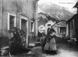 Bambini nel villaggio di Morasco