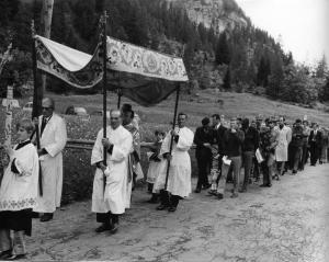 Processione in frazione Chiesa