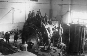 Montaggio della turbina della centrale di Sottofrua