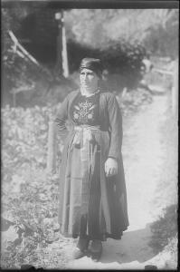 Donna con abito tradizionale